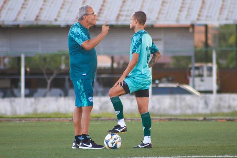 O técnico Hélio dos Anjos vai poupar alguns jogadores na estreia do time paraense na Copa Verde