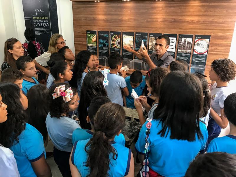 """O projeto """"Turismo na Escola"""" começa as visitas pela Casa da Mineração., mantida pelo Simineral"""
