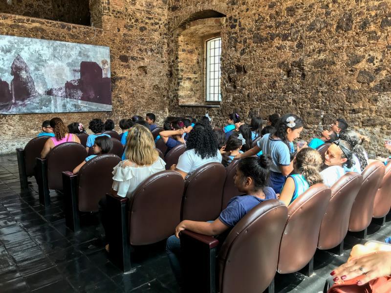 Na capela do Espaço São José Liberto, os estudantes aprenderam mais sobre mineração