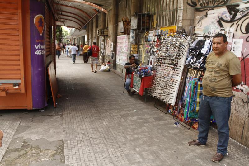 As calçadas da avenida Presidente Vargas não podem ser ocupadas por trabalhadores irregulares, devido ser uma área de jurisdição federal