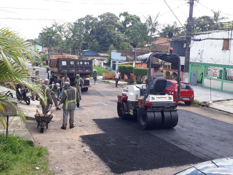 A operação tapa buracos está em ação há duas semanas na Sexta Rua e vai se estender ao longo de toda travessa, trazendo benefícios para os moradores