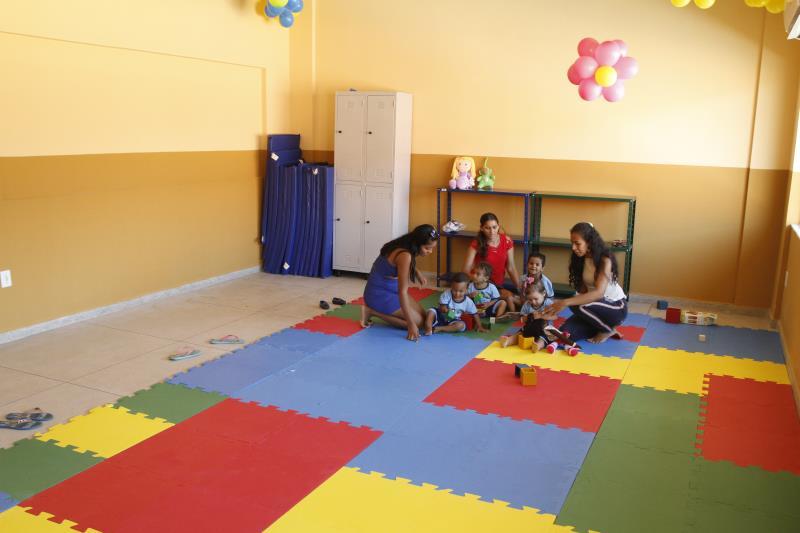 As escolas possuem equipamentos que ajudam no desenvolvimento das crianças