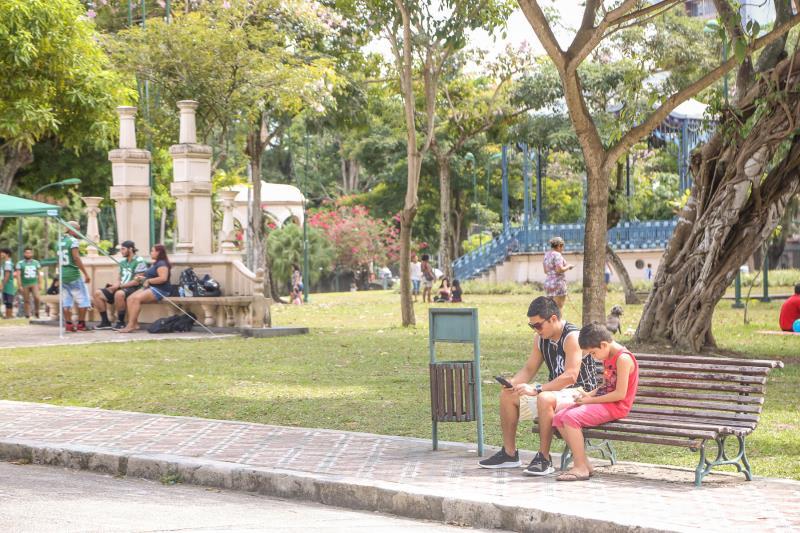 No Dia dos pais, praça da República é sempre um espaço de confraternização