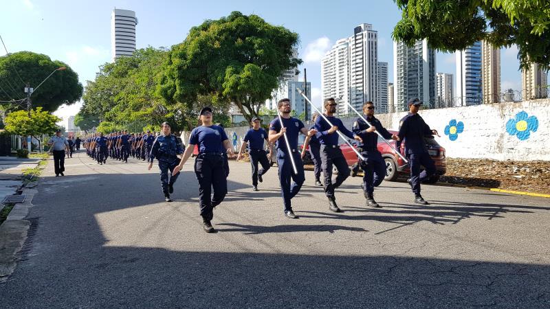 O treinamento, quem tem como objetivo ajustar a cadência dos guardas, ocorreu na lateral do prédio da corporação, na travessa Soares Carneiro, no  Umarizal