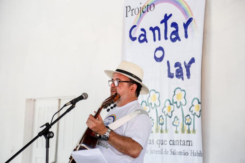 O projeto Cantar-o-Lar é coordenado pelo professor e músico Salomão Habib