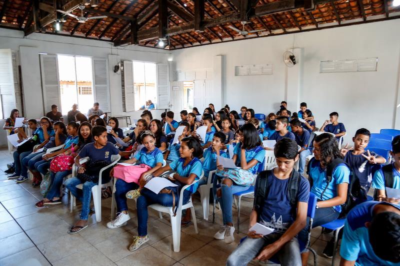As crianças da escola República de Portugal participaram do segundo ensaio do projeto Canta-o-Lar, nesta sexta-feira, 16