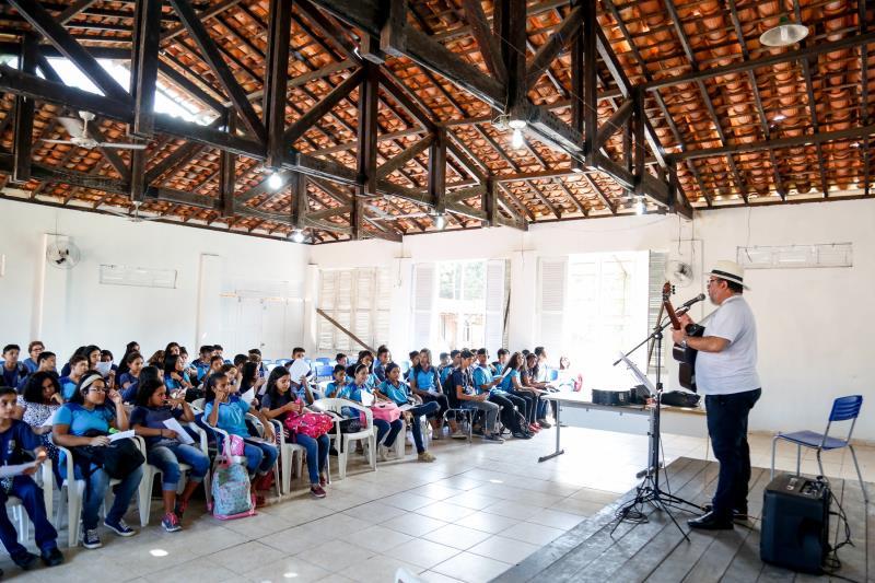 O projeto Cantar-o-Lar chegou à escola República de Portugal, no bairro da Marambaia