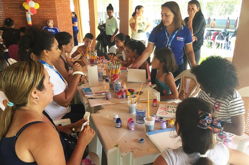Oficina de pintura atraiu crianças e adolescentes em um dos estandes montados na sede campestre do Sesi
