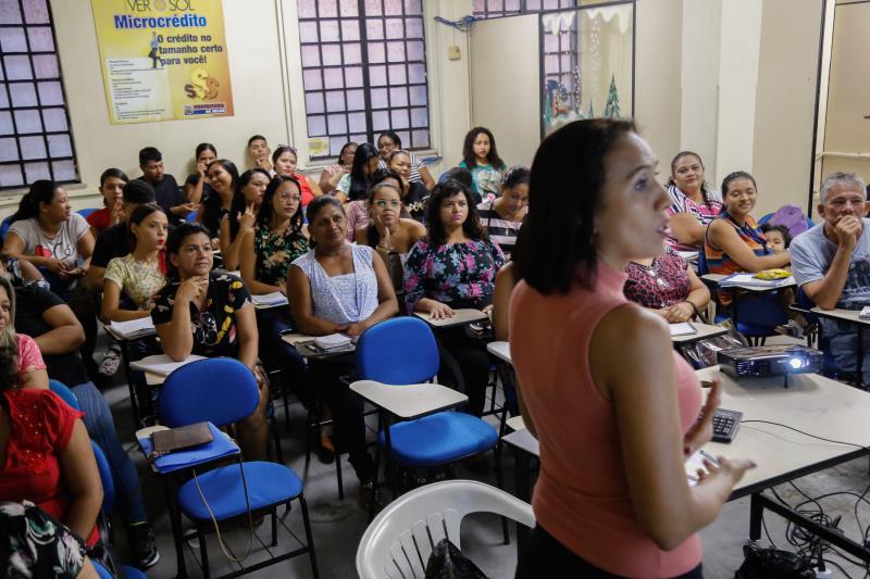 A instrutora do curso é a bióloga Cíntia Carrera , que destaca que a atenção dos alunos é muito importante