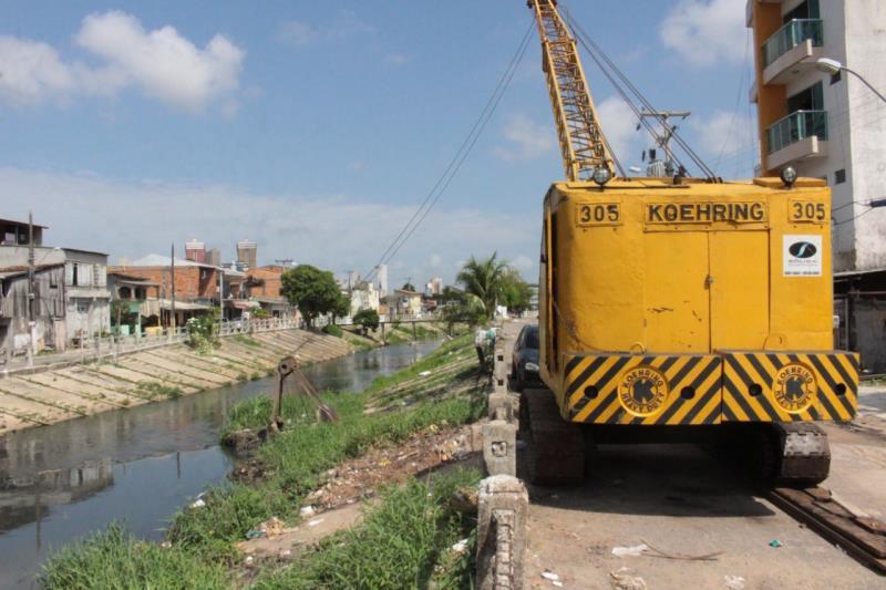 A Sesan realiza regularmente a limpeza de canais em Belém.
