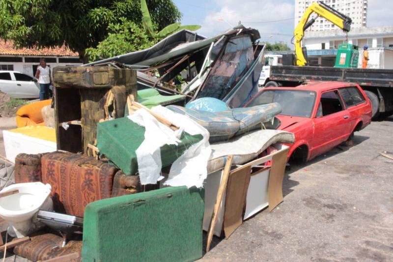 Nos últimos três meses o Departamento de Resíduos Sólidos  da Sesan retirou os mais diversos tipos de objetos dos canais.