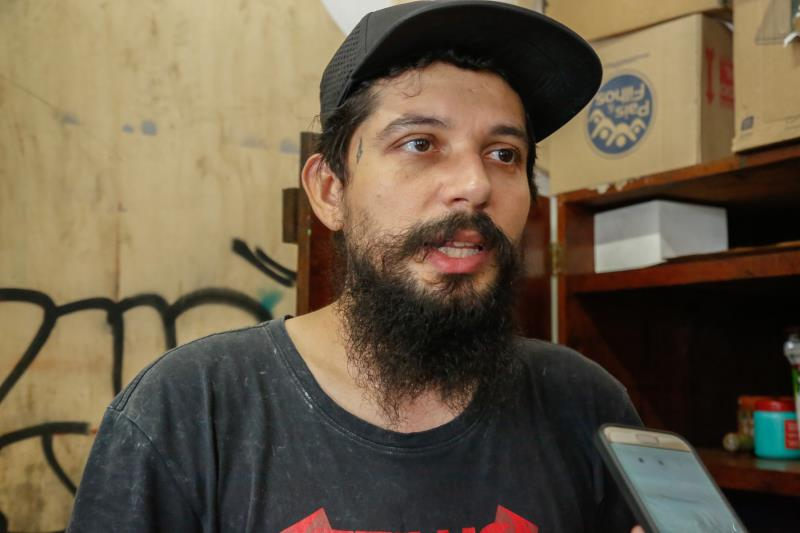 Jin Barreto, criador e coordenador do projeto Ubá, é artista urbano e trabalha com grafite há quase 20 anos