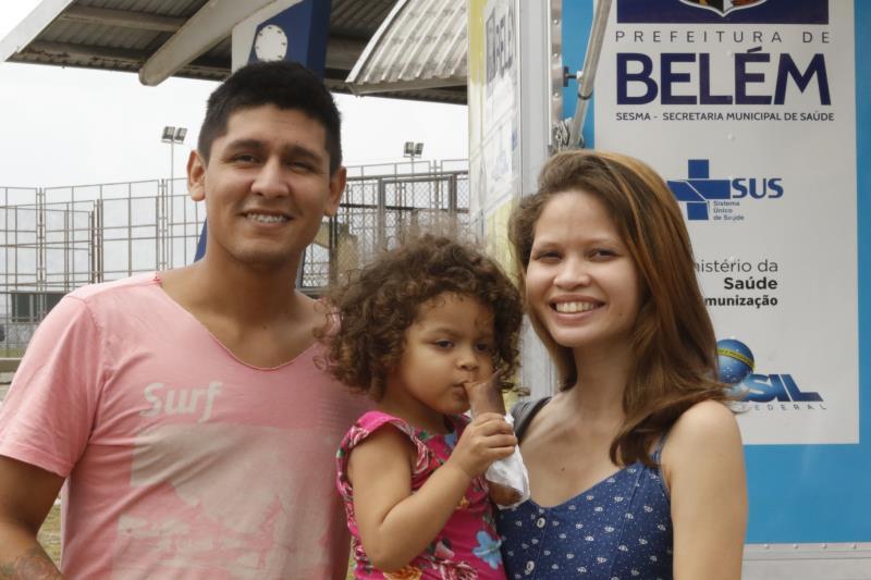 O casal Rafael Pinheiro e Lana Martins levou a filha Luíza, de 3 anos, para atendimento médico pediátrico