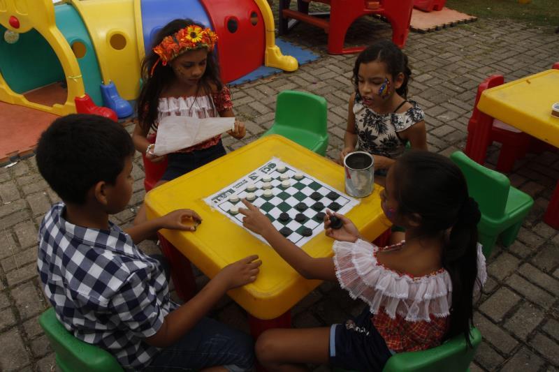 O programa oferece muita diversão e brincadeiras às crianças