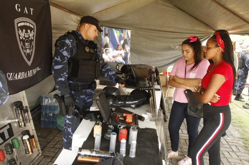 Com um bom espaço físico, a praça foi ocupada por tendas da Guarda Municipal de Belém (GMB), que expôs armamentos e demais equipamentos empregados nas ações de segurança