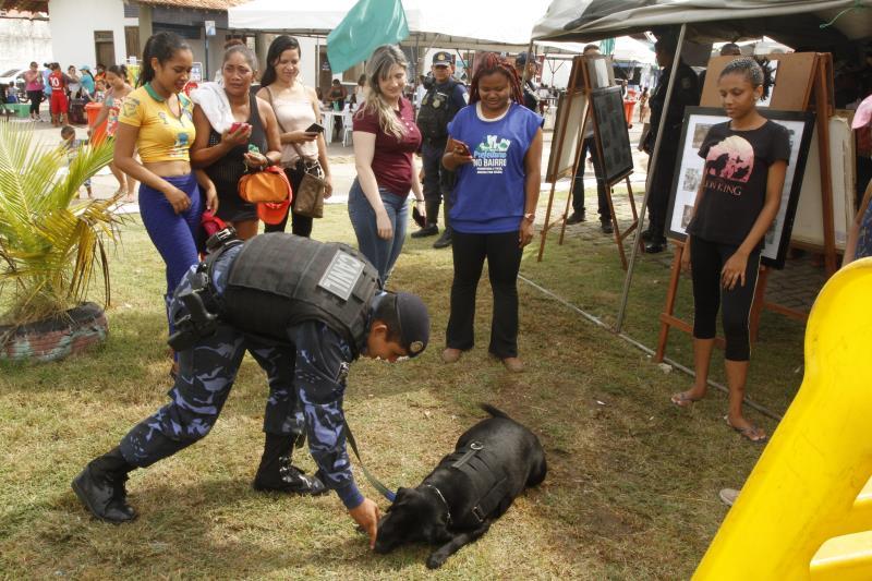 A Guarda Municipal de Belém está no Prefeitura no Bairro demonstrando, entre outras atividades, o serviço de Ações Táticas com Cães (ATAC)