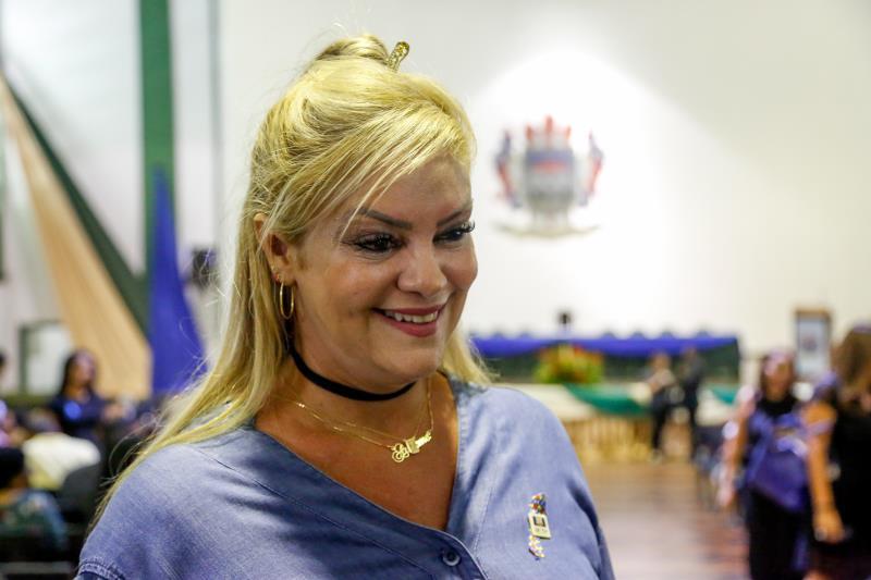 Denise Costa - Formatura de aperfeiçoamento educacional especializado para autismo