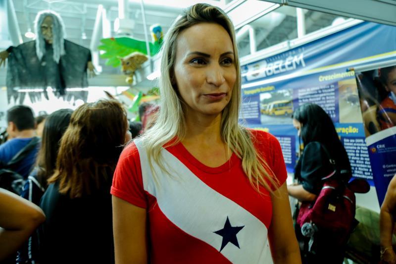 France de Oliveira- professora