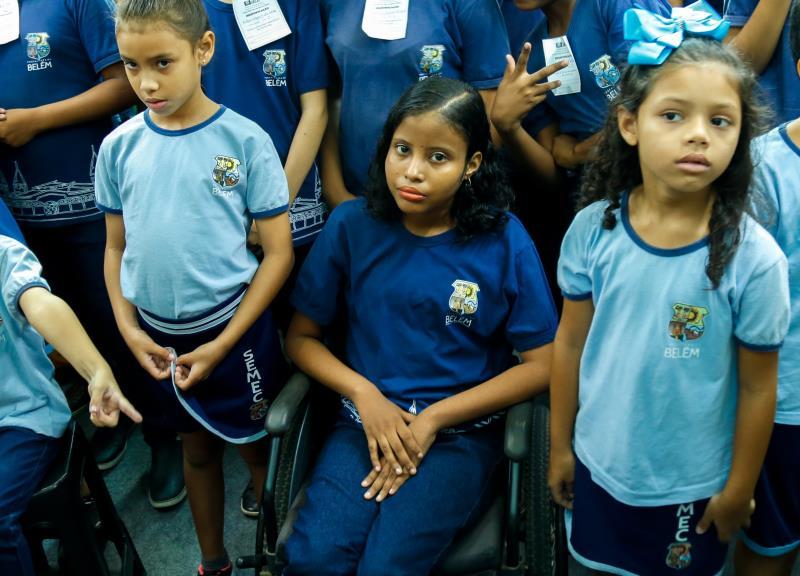 Raquel da Silva - aluna cadeirante