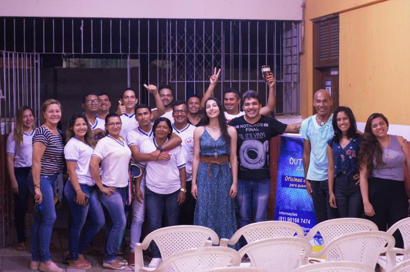 A iniciativa do projeto é do jornalista e músico Elielton Amador (ao centro de blusa preta), visando mobilizar a comunidade dos bairros de Belém em torno de ações culturais