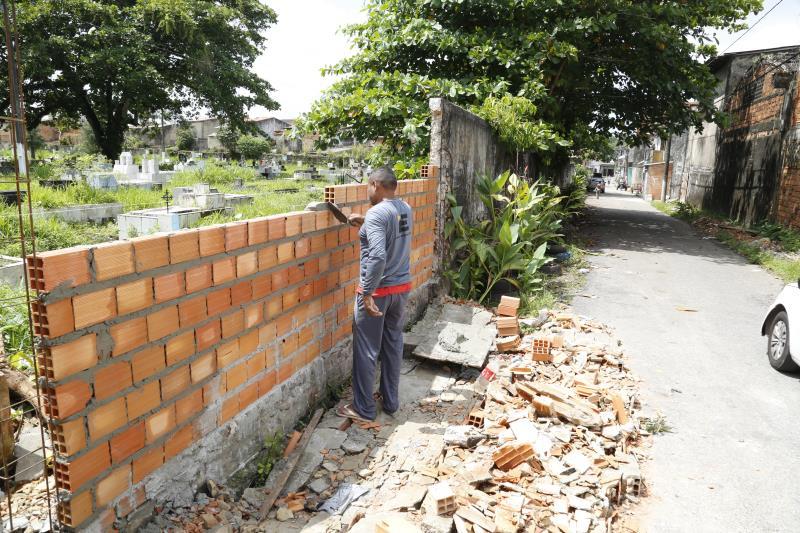 No total, 130 metros lineares de muro passam pela intervenção. Os serviços devem se encerrar no final deste mês.