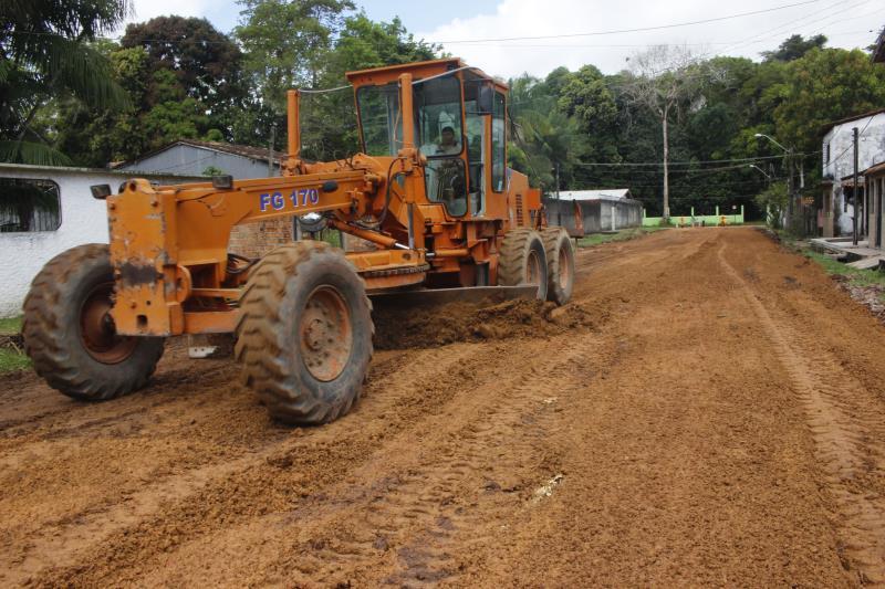 Serviço de terraplanagem foi realizado na rua Alfredo Frazão, no bairro São João do Outeiro