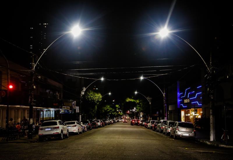 A Senador Lemos é a sexta via a receber em toda sua extensão a iluminação em LED. Estão sendo trocadas 293 luminárias.