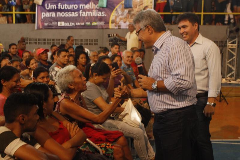 Zenaldo Coutinho se disse muito feliz em ver que as pessoas atenderam à convocação da Sehab para que o empreendimento Quinta dos Paricás seja logo ocupado