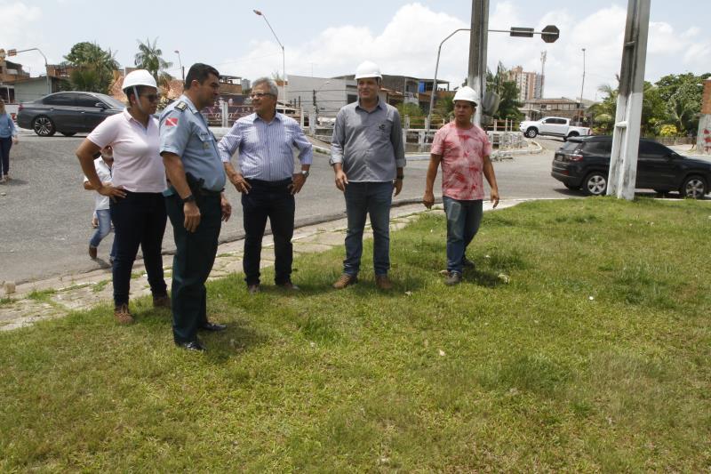 Na manhã de terça-feira, 10, o prefeito Zenaldo Coutinho visitou as obras de reforma da praça das Crianças, localizada na avenida Marquês de Herval, no bairro da Pedreira