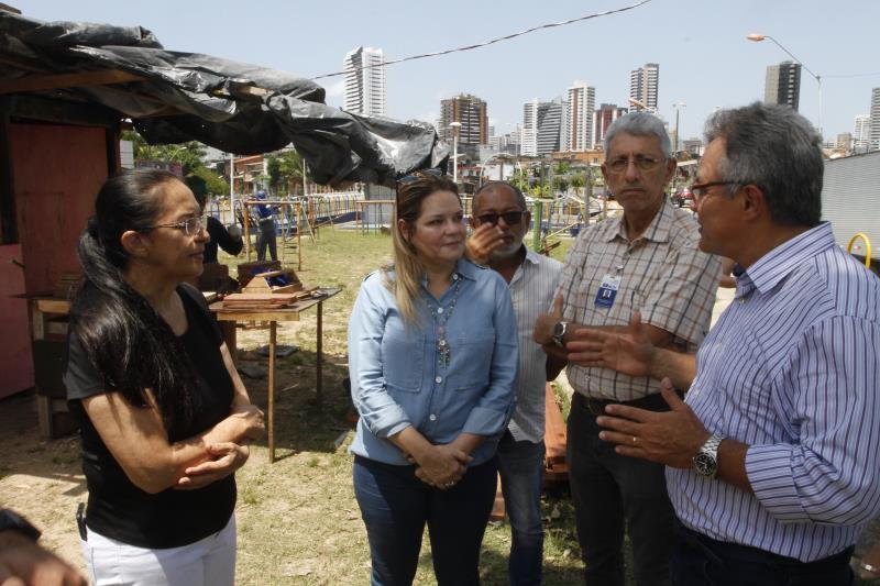 O prefeito explicou que a praça das Crianças também vai ganhar uma academia ao ar livre para os adultos