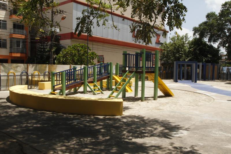 O espaço na avenida Romulo Maiorana foi completamente revitalizado, com pintura, substituição de lixeiras, recuperação de brinquedos e bancos
