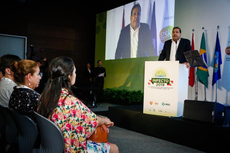 O titular da Sesma, Sérgio de Amorim, representou o prefeito Zenaldo Coutinho na noite desta terça-feira, 10, na cerimônia oficial de abertura do Infecto 2019, no Hangar