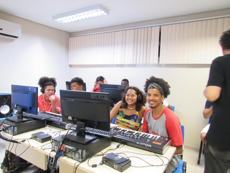 As aulas do projeto Moa, voltado para estudantes dos bairros do Jurunas, Guamá, Condor, Cremação e Terra Firme, são realizadas na Escola de Música da UFPA