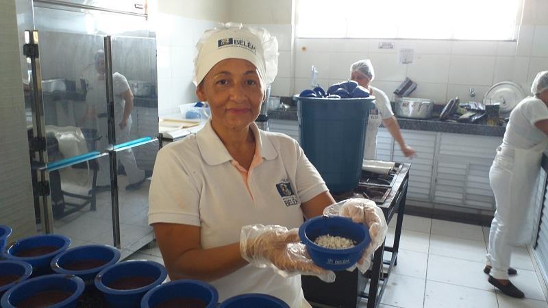 As escolas municipais de Belém contam com o trabalho diário de 800 merendeiras, que nesta semana incluirão o açaí no cardápio