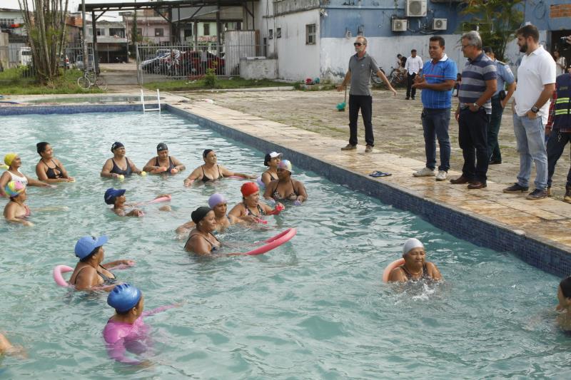 A piscina do antigo Iate Clube, também chamado de marina pública, já oferece atividades de natação e hidroginástica