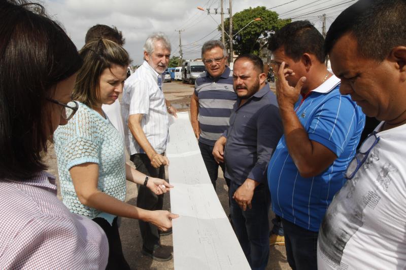 O prefeito de Belém, Zenaldo Coutinho, secretários, gestores de órgãos municipais e moradores conheceram o projeto que vai revitalizar uma área de 400 metros, na avenida Bernardo Sayão