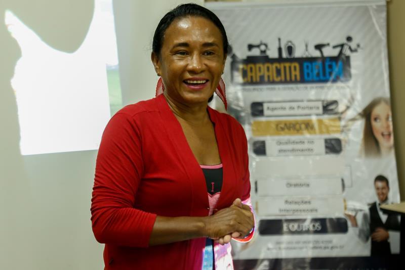 De acordo com a instrutora do curso de limpeza e higienização predial, Lucileide Reis, o conhecimento é um ponto importante para se inserir no mercado de trabalho
