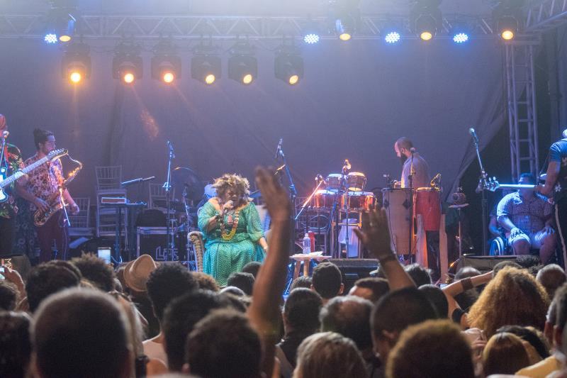 Durante a apresentação do show, Dona Onete cantou diversos sucessos da sua carreira.
