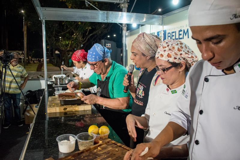 A programação reuniu barracas de 30 restaurantes, espaços para artesanato e aulas show com os chefs.