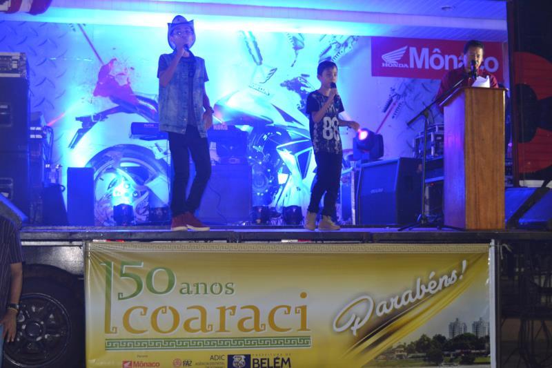 Atrações musicais fizeram o público dançar na Praça Matriz em Icoaraci.