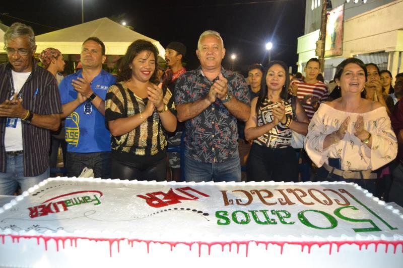 Um bolo de três metros de comprimento foi cortado na noite desta terça, fechando a programação de aniversário do distrito