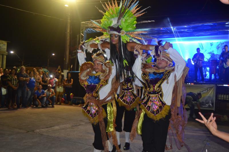 Lendas paarenses repre através da musica e dança.