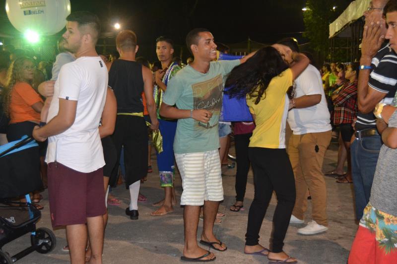 Público dançou muito em frente ao palco montado na praça da Matriz de Icoaraci