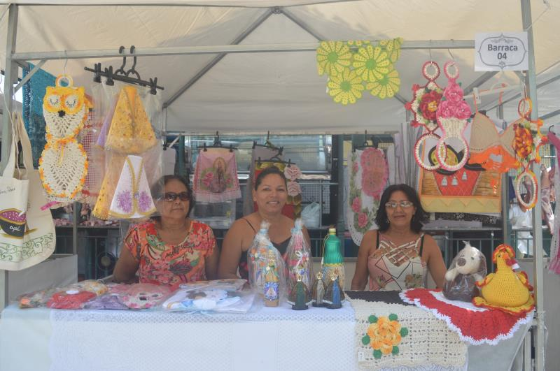 Edilamar Saraiva e as amigas trabalham na feira Ver-a-Arte desde a inauguração em maio deste ano.