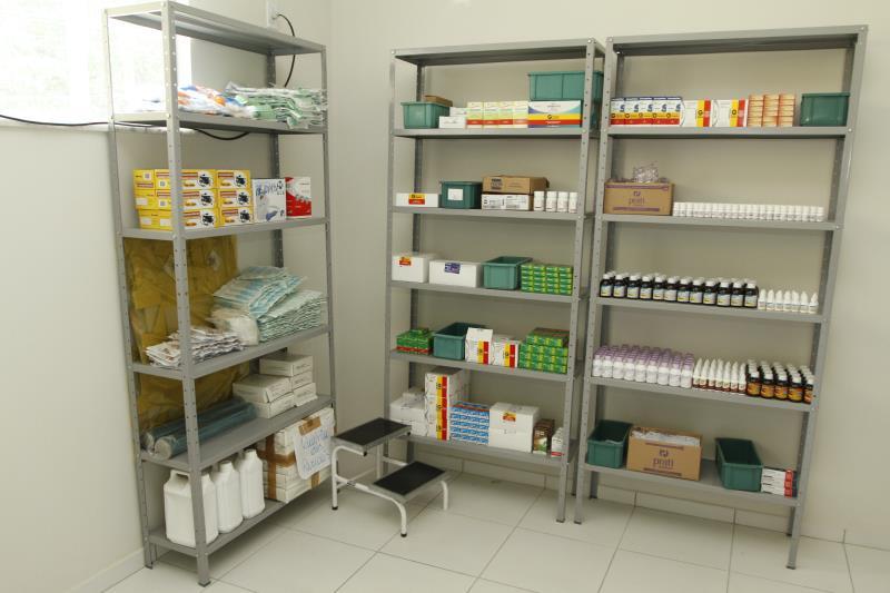 A Unidade é equipada como uma farmácia para os atendimentos à comunidade