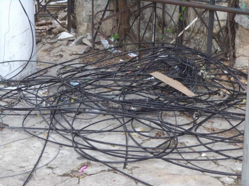 A fiação elétrica também foi reorganizada e colocada de forma adequada