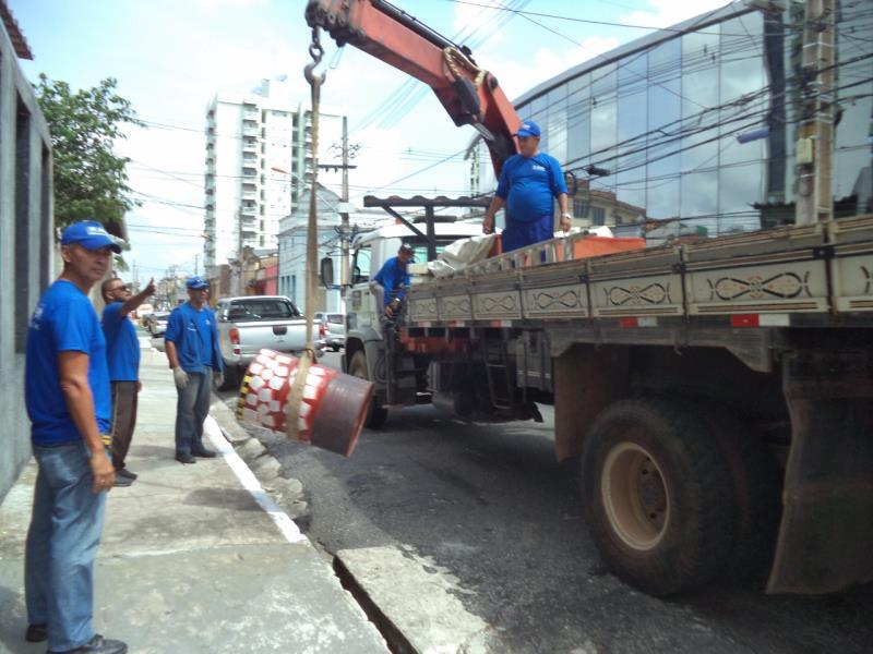 Dentro de outras ações da Seurb para preparação da cidade para a festividade do Círio, a equipe do Código de Posturas realizou um mutirão de ações de desobstrução das calçadas