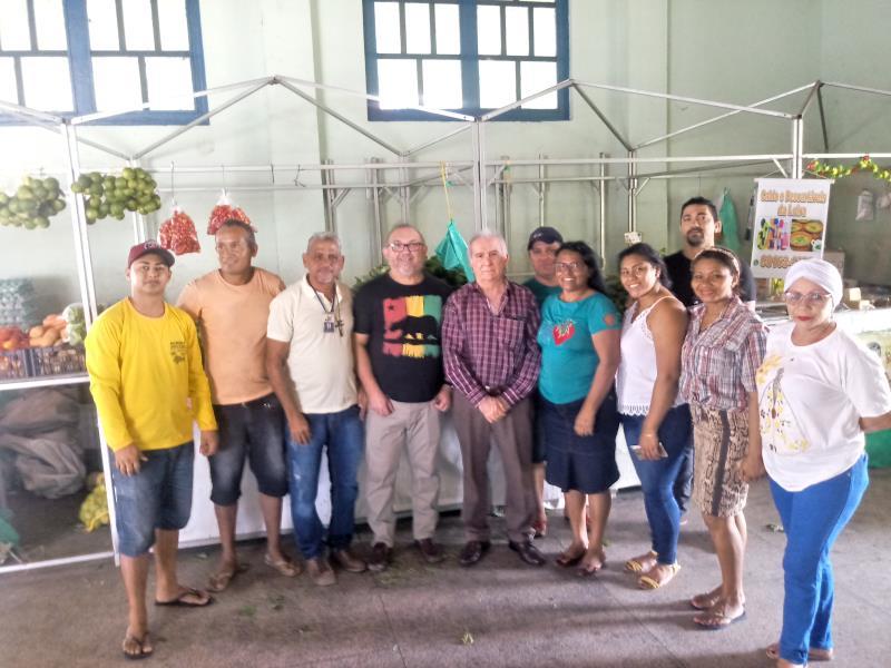 Equipe da Secon assessora os produtores da agricultura familiar que atuam no Mercado da Sacramenta