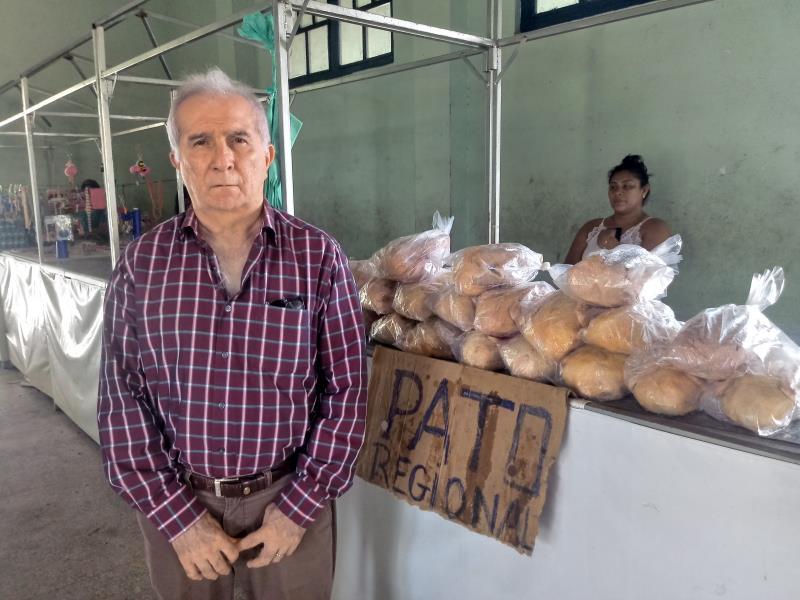 """""""Todas as mercadorias são vendidas com o preço abaixo do valor de mercado, já que são comercializadas diretamente pelos produtores, sem atravessadores"""", garante o secretário municipal de economia, Rosivaldo Batista"""