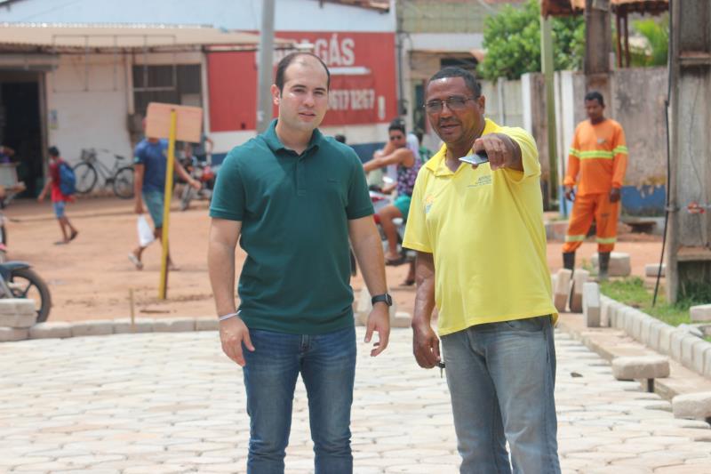 Yan Miranda, titular da Arout e Luiz Carlos, chefe de divisão das ilhas visitaram as obras nesta sexta